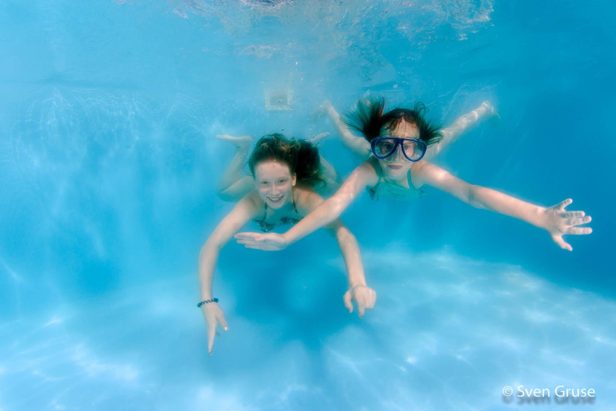Kinderschwimmen Unterwasserfoto